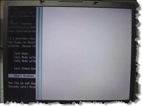 Правая сторона экрана ноутбука полностью белая