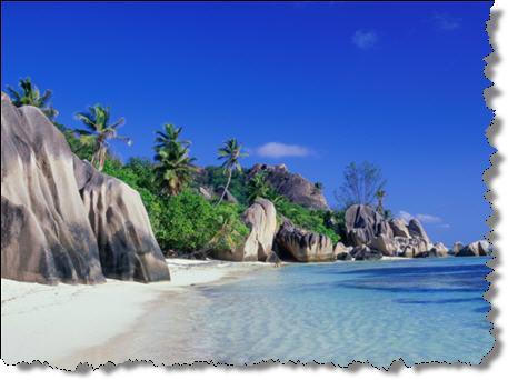 Пальмы, море, песок и скалы