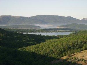 Горное озеро в Крыму