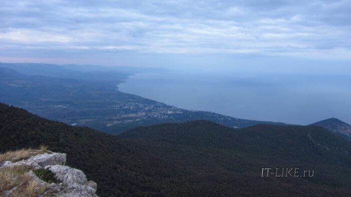 Вид на Алушту с Бабуган-Яйлы