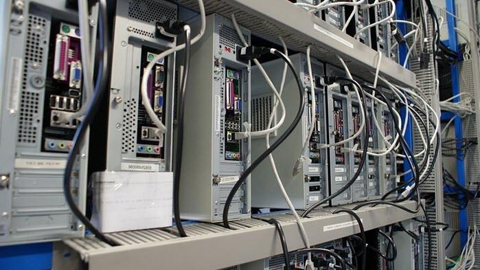 Компьютеры в серверной комнате
